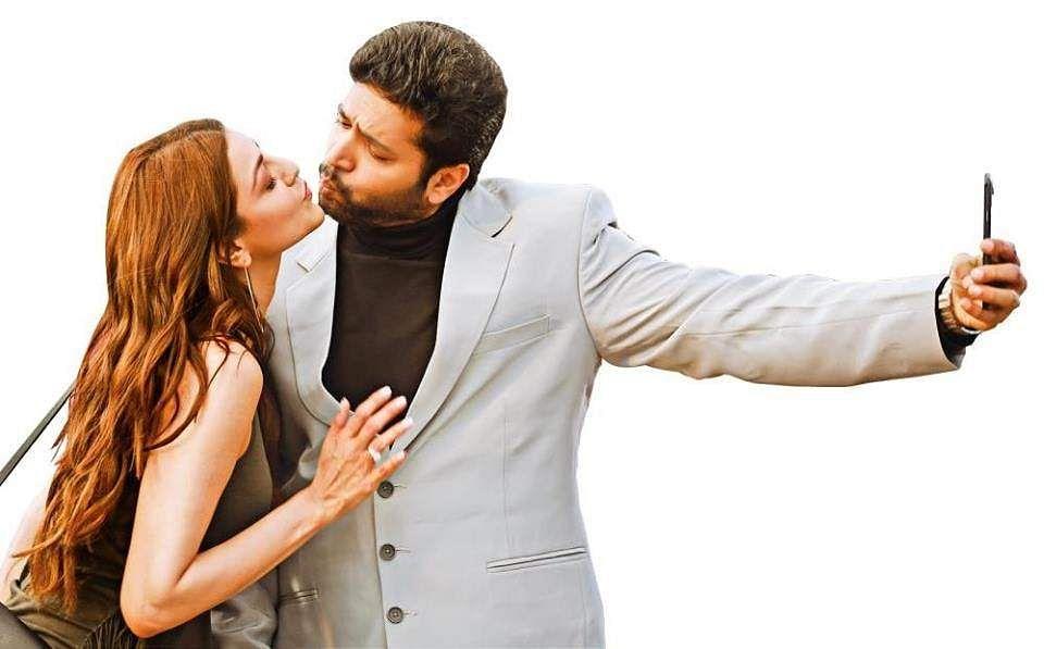 Brand new Comalistills ft. Jayam Ravi andKajal Aggarwal starrer
