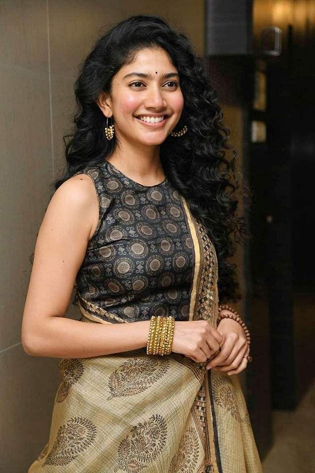 61Sai Pallavi clicked at Suriya's NGK PreRelease event