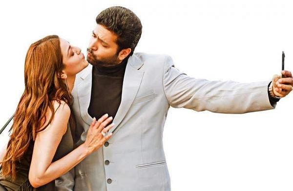 Brand new Comali stills ft. Jayam Ravi and Kajal Aggarwal starrer