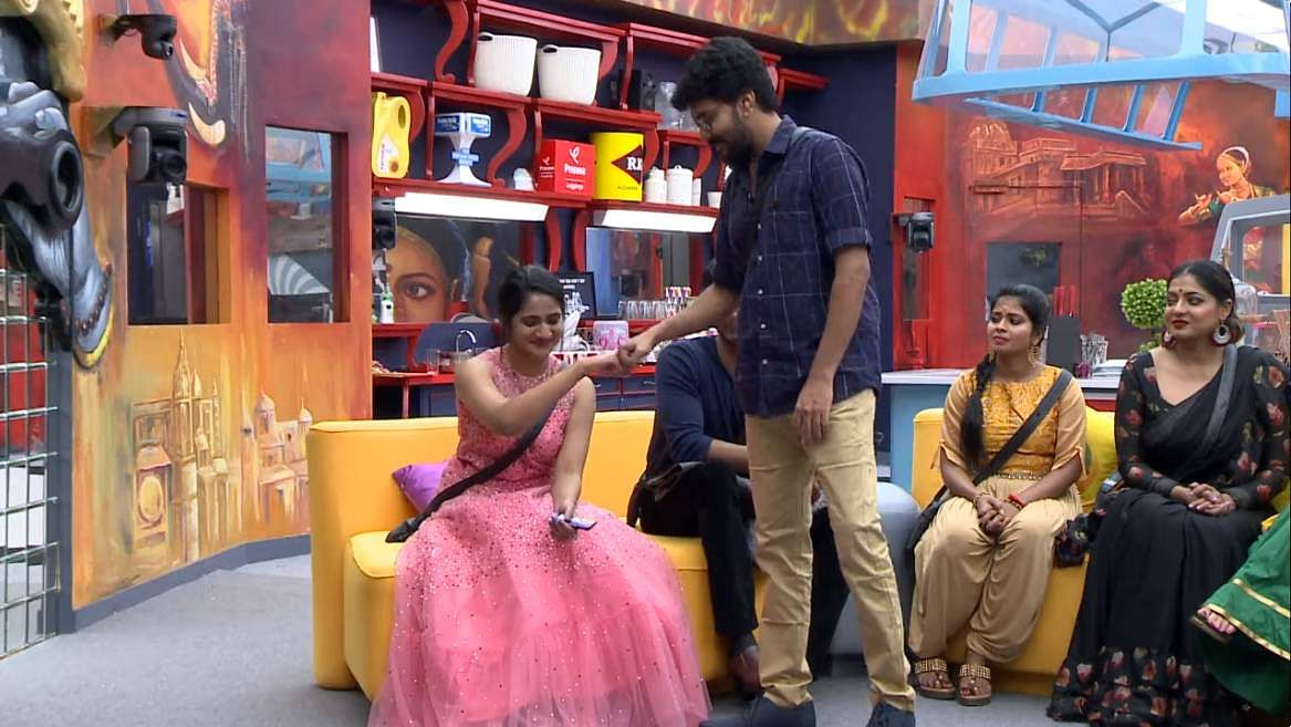 Bigg Boss Tamil 3: Day 27Episode 28: The heat between Losliya-Sakshi-Kavin, the Sakshi-Meera rift, Kamal addresses it all