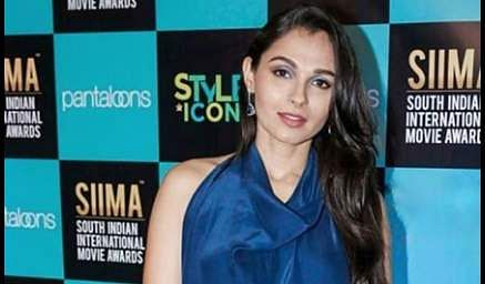 5Pictures of Andrea Jeremiah clicked from SIIMA Awards 2019