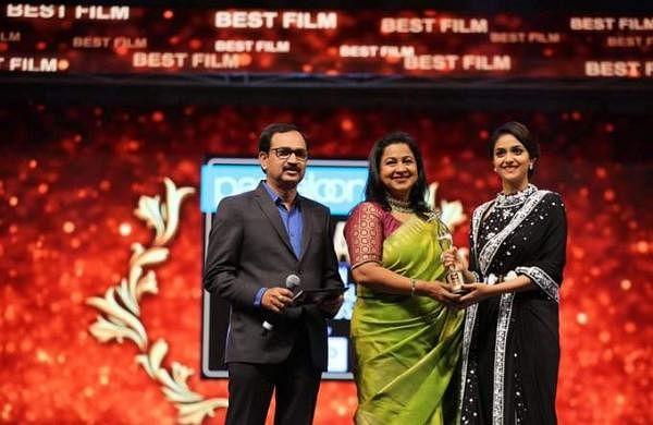 Keerthy Suresh wins Best Actress award at SIIMA 2019 for Mahanati; First pictures here