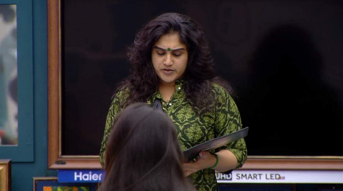 1Bigg Boss Tamil 3 - A new feud boils between Vanitha and Kasturi