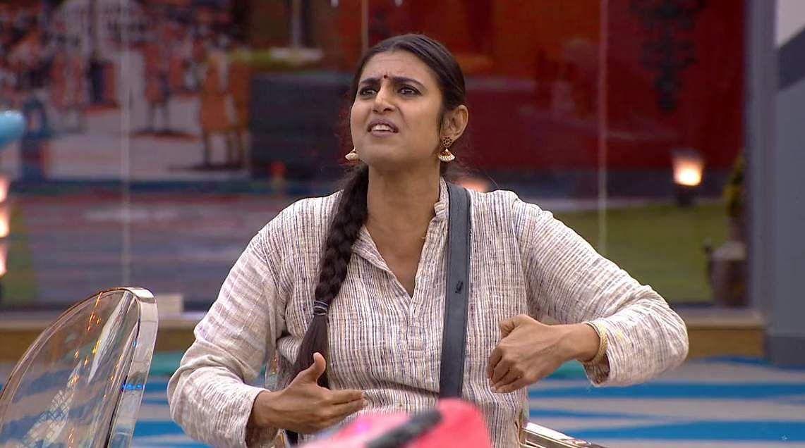 10Bigg Boss Tamil 3 - A new feud boils between Vanitha and Kasturi