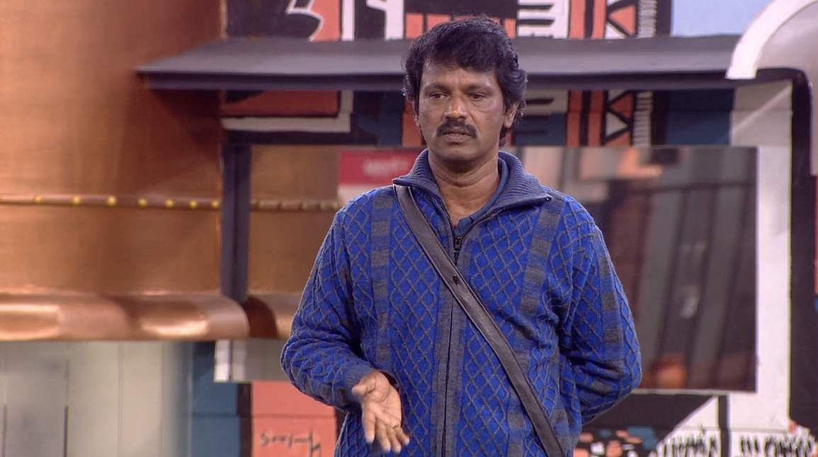 11Bigg Boss Tamil 3 - Kasturi breaks down. Cheran to talk to Kavin about relationship with Losliya in the next episode.
