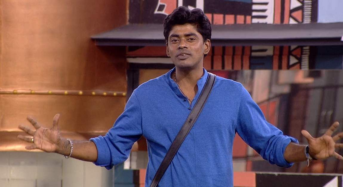 6Bigg Boss Tamil 3 - Kasturi breaks down. Cheran to talk to Kavin about relationship with Losliya in the next episode.
