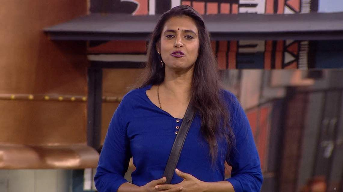7Bigg Boss Tamil 3 - Kasturi breaks down. Cheran to talk to Kavin about relationship with Losliya in the next episode.