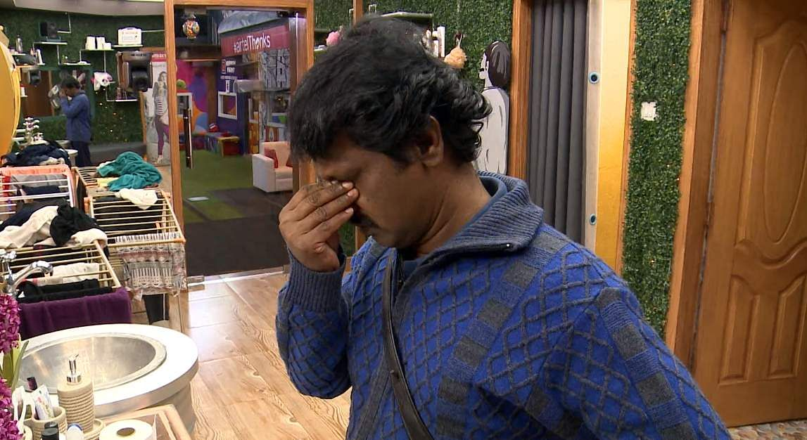 9Bigg Boss Tamil 3 - Kasturi breaks down. Cheran to talk to Kavin about relationship with Losliya in the next episode.