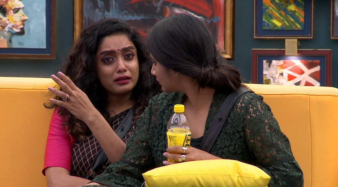 3Bigg Boss Tamil 3: Saravanan's eviction, Losliya's nominationand Sakshi's backstabbing