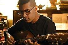 Shashwat_on_guitar