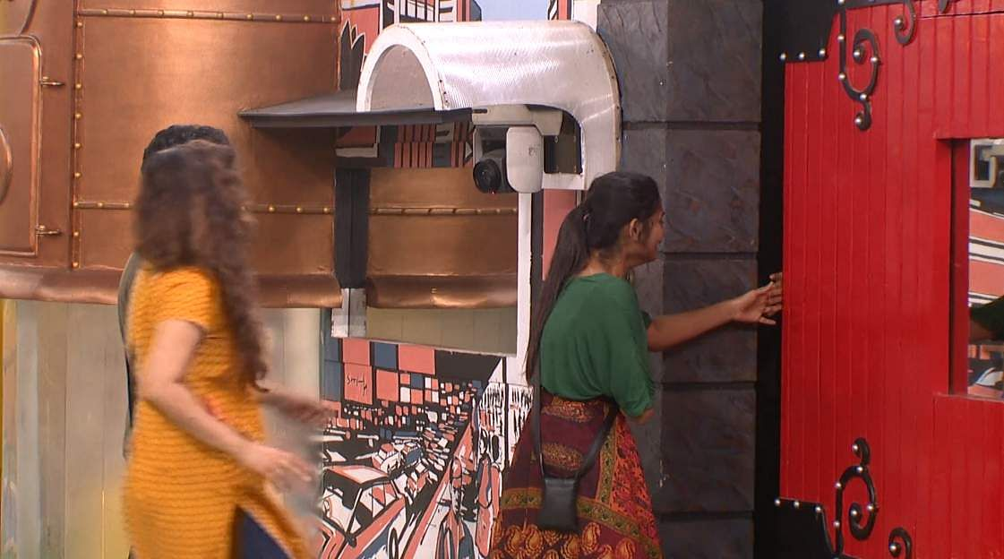 6Bigg Boss Tamil 3 - Kavin exits the Bigg Boss house voluntarily leaving Sandy and Losliya in tears