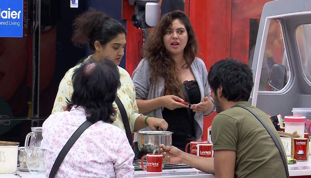 2Bigg Boss Tamil 3 - Sherin goes after Vanitha's derogatory comments about her