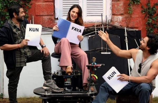 Harshvardhan Rane and Sanjeeda Shaikh share a candid moment from Kun Faya Kun