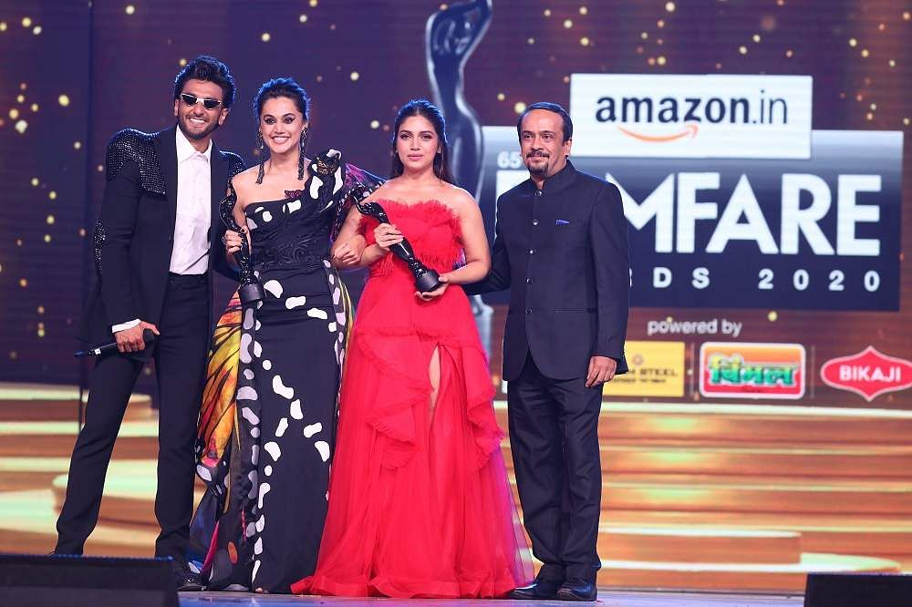 65th_Amazon_Filmfare_Awards_2020_-_Bhumi_Pednekar_and_Taapsee_Pannu_win_Critics'_Award_For_Best_Actor_(Female)_(1)