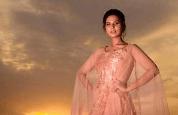 Bigg BossTamil Season 5 Namitha Marimuthu, gets admitted to hospital for UTI