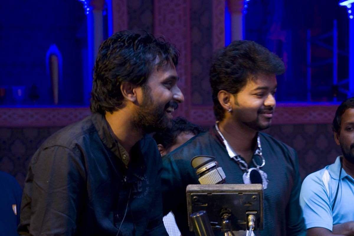 Manoj Paramahamsa and Vijay on the sets of Nanban