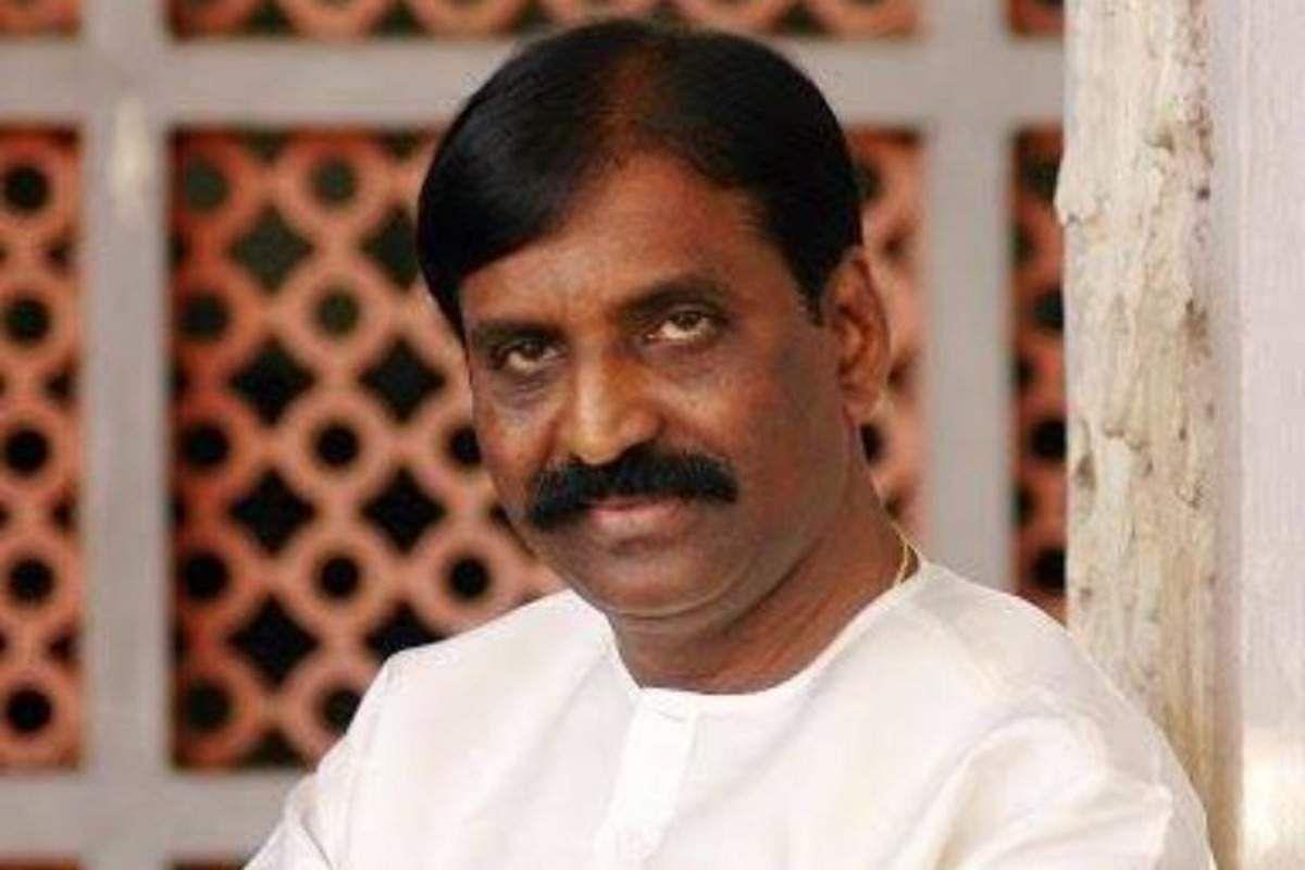 Parvathy condemns ONV award jury for honouring MeToo accused lyricist Vairamuthu